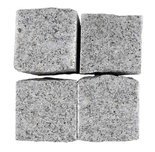 granitpflaster-hellgrau-oberfläche-gestockt